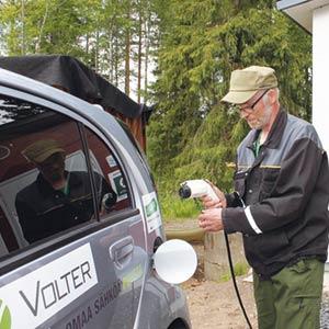 Kylän erikoisuus on oma voimalaitos, joka saa polttoaineensa omalta kylältä tuotetusta puusta. Kyläpäällikkö Timo Rankinen tankkaa kylän yhteistä sähköautoa kylän itsetuottamalla voimalla.