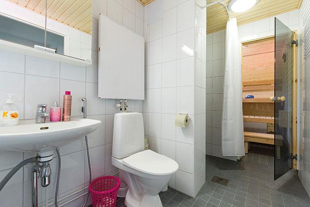 VAV teettää remontin 400–450 kylpyhuoneeseen vuosittain ja käyttää tähän noin 4 miljoonaa euroa. Kuva: Timo Porthan